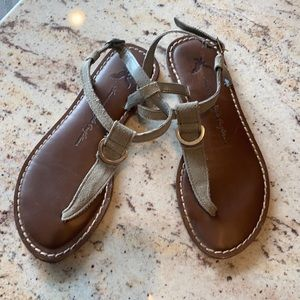 American eagle gray sandals with buckle